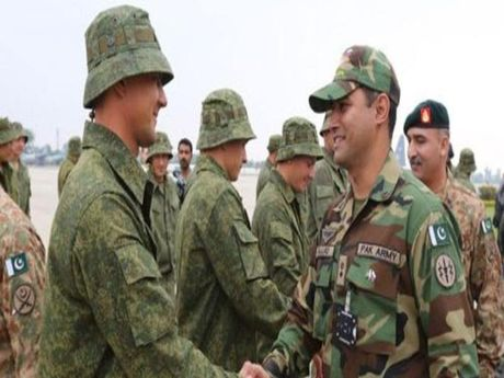 Hai cuu thu Nga va Pakistan lan dau tap tran chung - Anh 1
