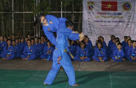 Nguoi phat ngon Bo Ngoai giao day vo o truong dai hoc - Anh 7