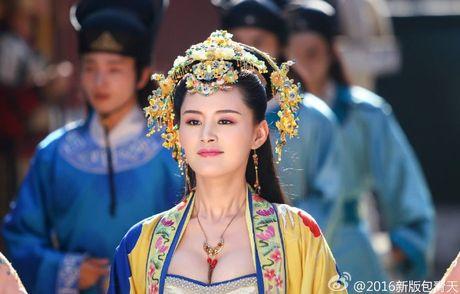 'Bao Thanh Thien' gay tranh cai vi de cong chua mac ho hang - Anh 2