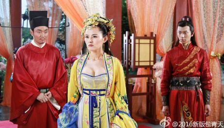 'Bao Thanh Thien' gay tranh cai vi de cong chua mac ho hang - Anh 3