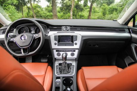 Volkswagen Passat: Sedan the thao danh cho nguoi tre - Anh 5