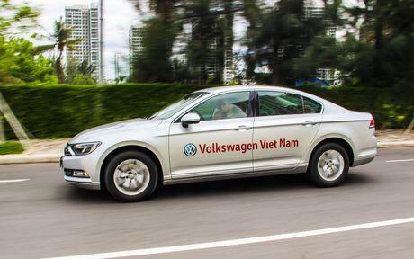 Volkswagen Passat: Sedan the thao danh cho nguoi tre - Anh 8