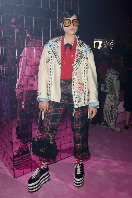 'Nhung nang tho' tren hang ghe dau show dien Gucci Xuan He 2017 - Anh 2