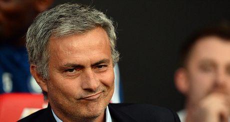 TIET LO: Jose Mourinho tung duoc bac sy Eva Carneiro dich than cham soc - Anh 1