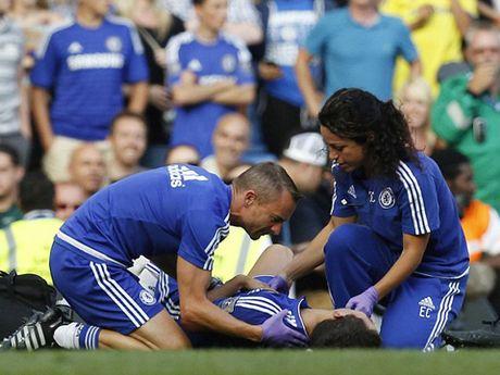 TIET LO: Jose Mourinho tung duoc bac sy Eva Carneiro dich than cham soc - Anh 3