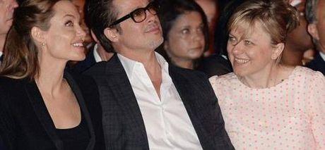 Angelina Jolie bi mot nhom 'phu thuy' tay nao? - Anh 2