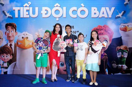 Vo Xuan Bac gay chu y khi dan 2 con di xem phim - Anh 10