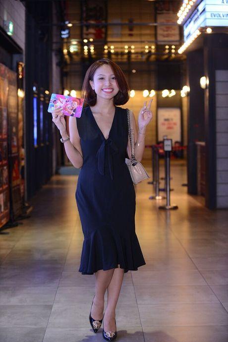Vo Xuan Bac gay chu y khi dan 2 con di xem phim - Anh 7