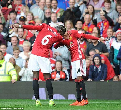 Jose Mourinho dong vien Wayne Rooney, yeu cau cao hon o Paul Pogba - Anh 3