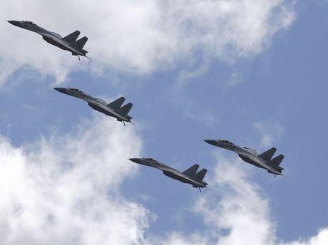 Chiến đấu cơ Nhật Bản xuất kích xua đuổi 8 máy bay Trung Quốc