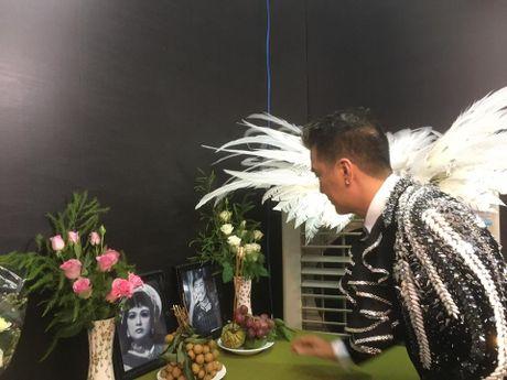 Dam Vinh Hung 'choi thuoc te' quen dau de dien liveshow 12 ty - Anh 9