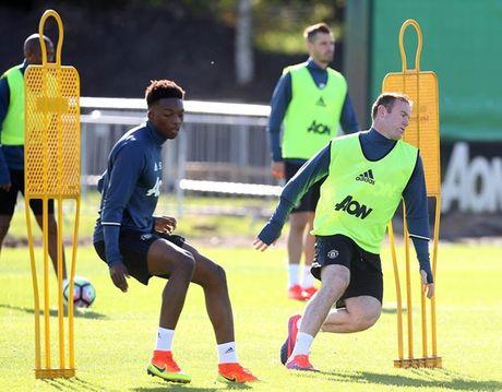 Rooney tap luyen het minh truoc tran gap Stoke - Anh 1