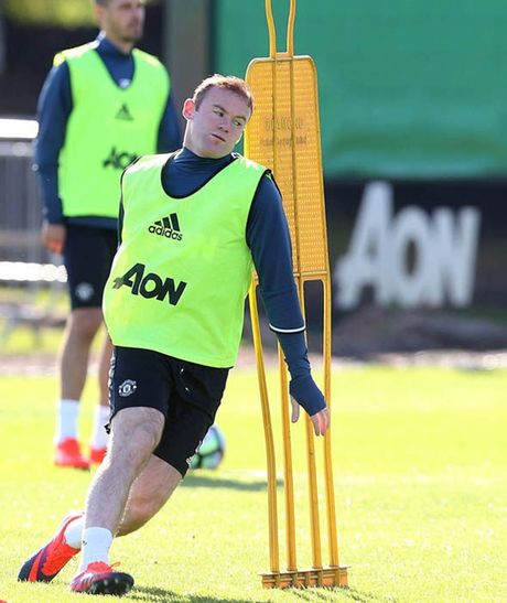 Rooney tap luyen het minh truoc tran gap Stoke - Anh 2
