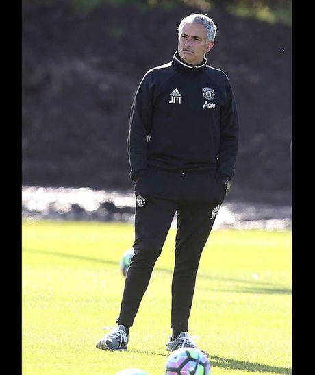 Rooney tap luyen het minh truoc tran gap Stoke - Anh 3