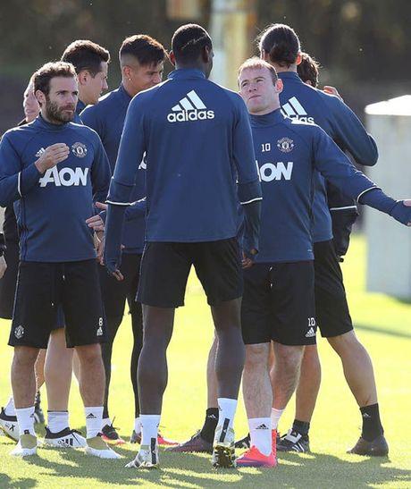 Rooney tap luyen het minh truoc tran gap Stoke - Anh 5