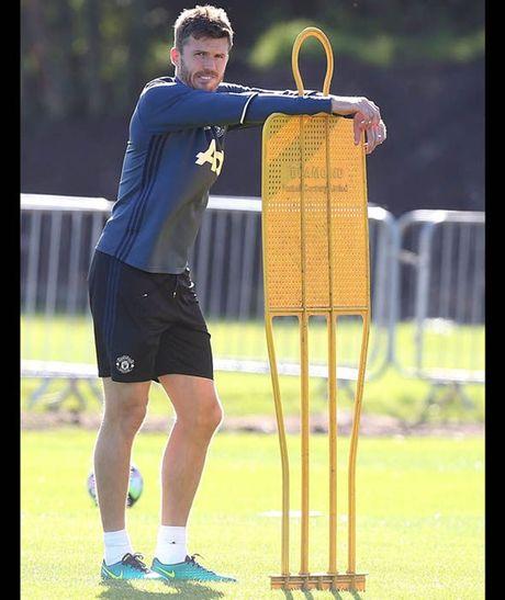 Rooney tap luyen het minh truoc tran gap Stoke - Anh 8