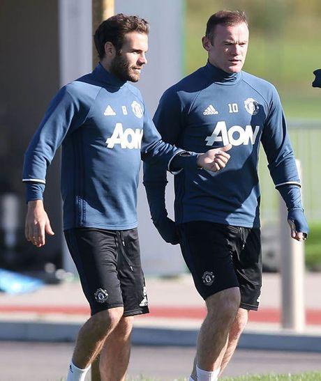 Rooney tap luyen het minh truoc tran gap Stoke - Anh 9