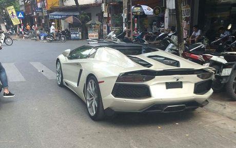 Xem sieu xe Lamborghini Aventador mui tran vat va xuong xe chuyen dung tai Ha Noi - Anh 2