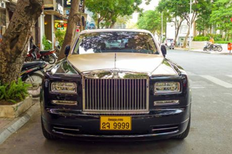 Rolls-Royce 60 ty cua dai gia Lao 'lan banh' tren pho Viet - Anh 2