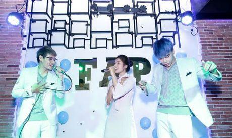 Hoang Yen diu dang giua 2 chang trai 'doi thu' Uni5 trong teaser moi - Anh 1