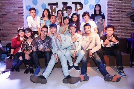 Hoang Yen diu dang giua 2 chang trai 'doi thu' Uni5 trong teaser moi - Anh 4