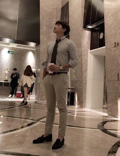 Sao Han 2/10: Hyun Ah di giay kieu 'pha hoai', Kim So Hyun tet toc xinh yeu - Anh 5
