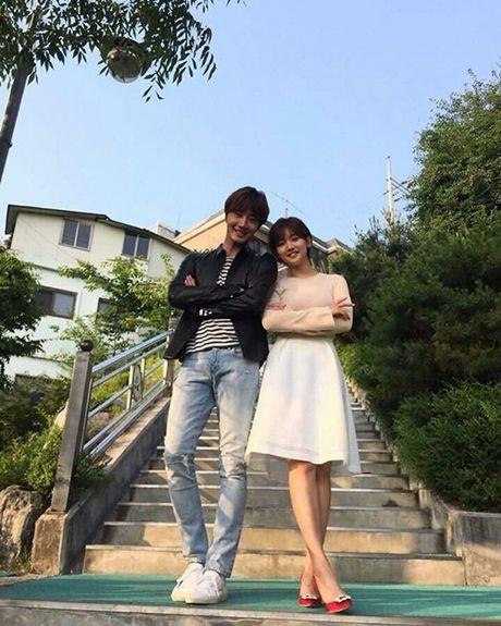 Sao Han 2/10: Hyun Ah di giay kieu 'pha hoai', Kim So Hyun tet toc xinh yeu - Anh 6