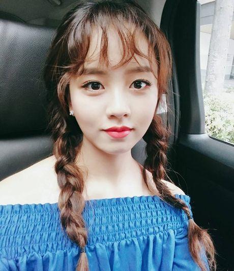 Sao Han 2/10: Hyun Ah di giay kieu 'pha hoai', Kim So Hyun tet toc xinh yeu - Anh 7