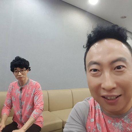 Sao Han 2/10: Hyun Ah di giay kieu 'pha hoai', Kim So Hyun tet toc xinh yeu - Anh 8