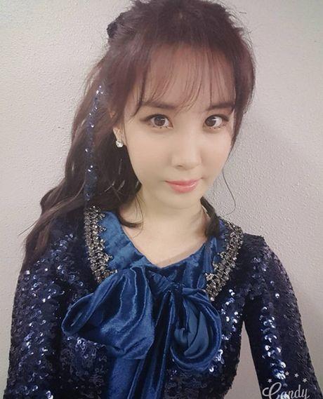 Sao Han 2/10: Hyun Ah di giay kieu 'pha hoai', Kim So Hyun tet toc xinh yeu - Anh 9