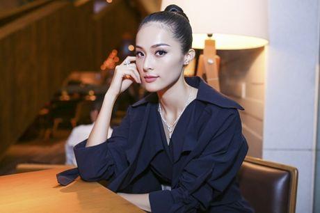 Ha Vi phu day kim cuong di xe sang den su kien - Anh 7
