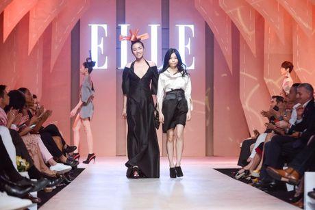 Ky Duyen duoc cham soc nhu ba hoang tai hau truong Elle show - Anh 7