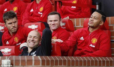 M.U vs Stoke City (1-1): 'Quy do' bi niu chan - Anh 12