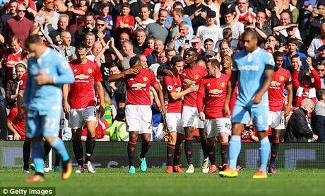 M.U vs Stoke City (1-1): 'Quy do' bi niu chan - Anh 18
