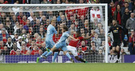 M.U vs Stoke City (1-1): 'Quy do' bi niu chan - Anh 19