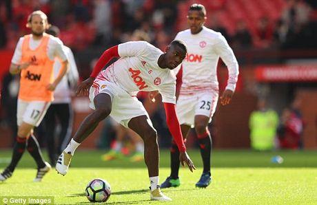 M.U vs Stoke City (1-1): 'Quy do' bi niu chan - Anh 8