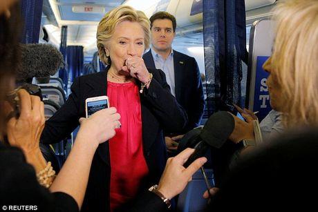Ba Clinton lai tiep tuc ho, phai nho nguoi diu xuong khan dai - Anh 2