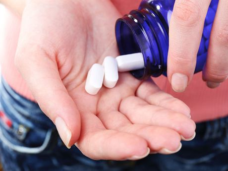 Tac hai nghiem trong doi voi suc khoe khi bi ngo doc Vitamin A - Anh 2