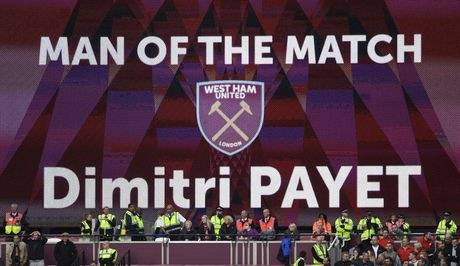 Payet lap sieu pham solo cuu West Ham khoi tran thua thu 6 - Anh 14