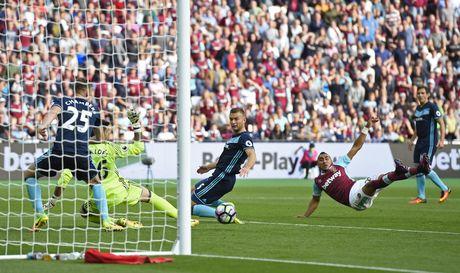 Payet lap sieu pham solo cuu West Ham khoi tran thua thu 6 - Anh 9
