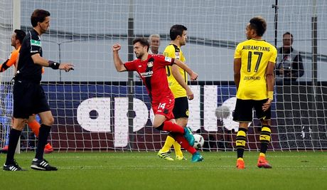 Chicharito 'no sung' khien Dortmund thua tran thu hai - Anh 4