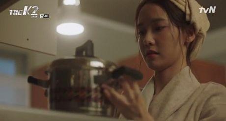 """""""The K2"""": Ji Chang Wook than tho truoc """"nu cuoi mi goi"""" cua Yoona (SNSD) - Anh 10"""