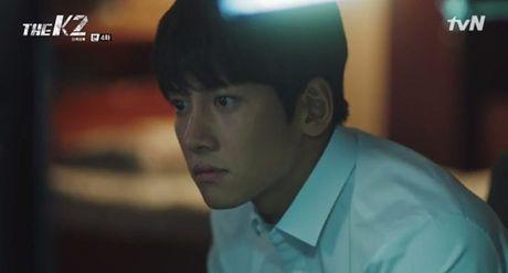 """""""The K2"""": Ji Chang Wook than tho truoc """"nu cuoi mi goi"""" cua Yoona (SNSD) - Anh 11"""