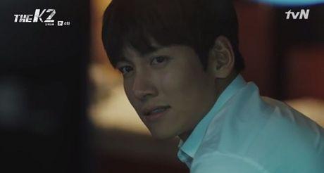 """""""The K2"""": Ji Chang Wook than tho truoc """"nu cuoi mi goi"""" cua Yoona (SNSD) - Anh 12"""