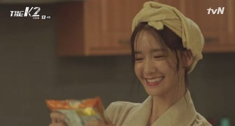 """""""The K2"""": Ji Chang Wook than tho truoc """"nu cuoi mi goi"""" cua Yoona (SNSD) - Anh 9"""
