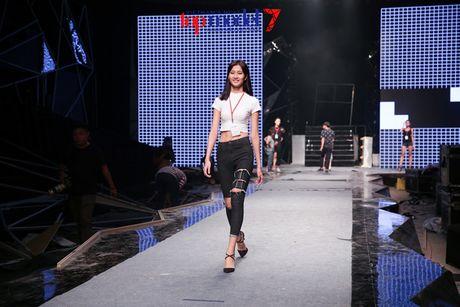 Hoang Thuy Linh-Trong Hieu tich cuc tap luyen cho chung ket Top Model - Anh 8