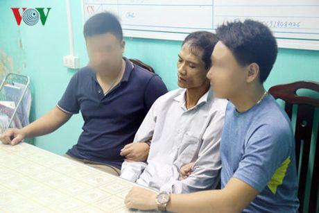 Viet Nam trong tuan: Nong chuyen cong an 'gat tay vao ma' phong vien - Anh 3