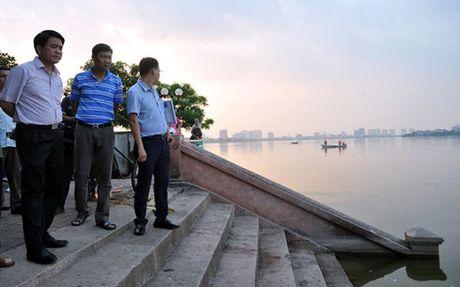 Vu ca chet trang Ho Tay: Toan bo mat nuoc ho khong co oxy - Anh 2