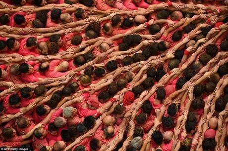 Nin tho xem xay thap nguoi 10 tang cao chot vot o Tay Ban Nha - Anh 4