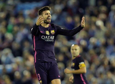 Pique lap cu dup, Barca van thua muoi mat truoc Celta - Anh 4